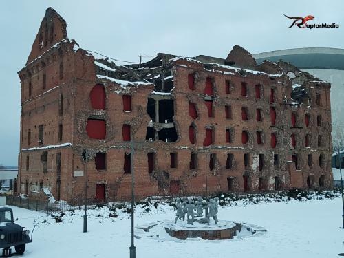 Pavlovův dům- je cihlová trojposchoďová obytná budova stojící na okraji náměstí 9. ledna ve Volgogradu. Před druhou světovou válkou byla budova známa jako Dům odborníků. Nyní je nazván po jednom z hrdinských obránců z bitvy o Stalingrad.